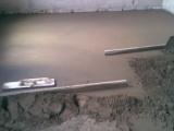 Как уложить бетонный пол в доме