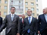 Медведев: строительство новых жилых домов является более приоритетным, чем укрепление старых.